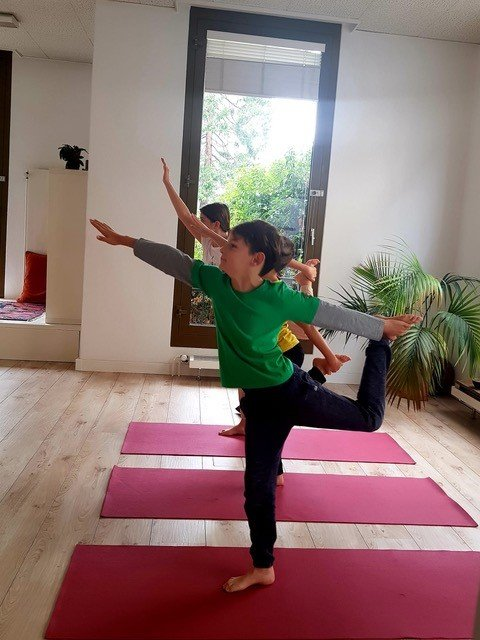 simone kaufmann every body and co coaching kids yoga